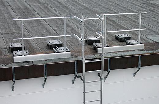 g nzburger ausstiegsgel nder 60983 mit ballastgewicht seitl anschlu an steigleitern auf dem. Black Bedroom Furniture Sets. Home Design Ideas